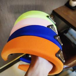 P Stirnbänder Dreieck Logo Frauenstirnband-Haar-Zusätze für Mädchen geknotete Hauptband-Haar-Band 9 Farben im Angebot