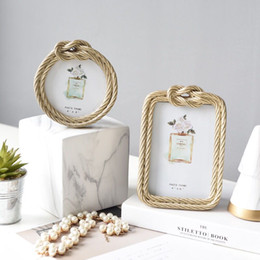 simple wedding room decoration NZ - LIGHT LUXURY SIMPLE CREATIVE ROUND PHOTO FRAME ROOM BEDROOM WEDDING PERSONALIZED DECORATIONS 6-INCH PITURES FRAME SET UP