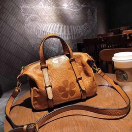 fashion leather handbags europe UK - New Style Women's Full-grain Leather Embossed Large Capacity Bag One-Shoulder Handbag Europe And America Style Trend Simple Bag