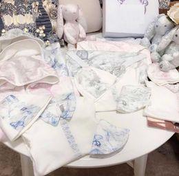 Venta al por mayor de Baby Sumpsuits + HAT + BID 3 PC Set Fall 2020 Kids Boutique Ropa Newborn Boys Sumpsuits Productos especiales