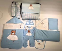 Yenidoğan Bebek Uyku Tulumları Bebek Bebek Uyku Giyim Tulum Rahat Yumuşak Sıcak Yatak Bebek Tulumları Şapka ve Bib ve Bebek Bezi ile