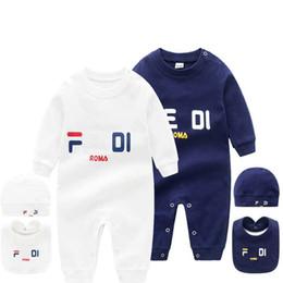 2020 Bebek 3 Adet Set Şapka Bib Tulum Çocuk Tasarımcı Giysi Kız Erkek Marka Mektup Giysi Yenidoğan Bebek Tulum Toddler Tasarımcı Giysileri