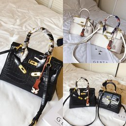 Wholesale desinger dresses for sale - Group buy Udt51 Autumn and winter small women single modeling clothing woman handbaghand rivet bag bag personalized desinger Korean rivet bag