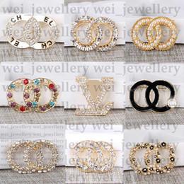 New Jewelry Designer Spilla famosa lettera diamante spille spille nappa nappa donne spilla moda abbigliamento decorazione offerta speciale in Offerta