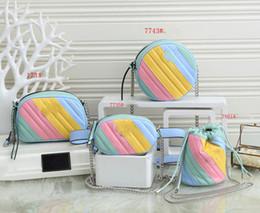 2021 New Girls Rainbow Circular Bolsa Circular Metal Letter Cadeia Messenger Bag Kids Cintura Sacos Designer Mulheres Mini Square Bag A5631 em Promoção