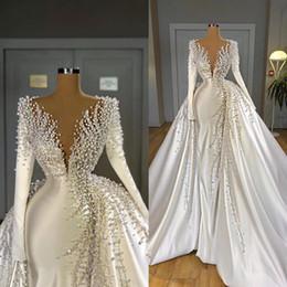 Venta al por mayor de Perlas de lujo Vestidos de novia de sirena con secuestro en V Satén Manga larga Manga larga vestidos de novia elegante vestido de novia Robes de Mariée