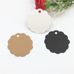 Discount flower cardboard 500Pcs Lot Flower Side Round Kraft Paper Tags for Jewelry Box Candy Cake Boxes Packaging Blank Cardboard Hang Tag 3.5x3.5cm