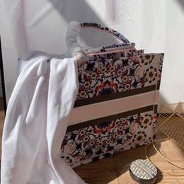 Wholesale shop soccer online – design Ladies Embroidery shopping bag Leather Women handbags Female Stuff Sacks Women s Shop Bag Ladies shopping Handbags