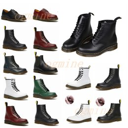 männer löcher großhandel-mens womens dr classic martin martens designer men women ankle doc desert boot cowboy martens combat with fur crystal sole martins leather winter snow boots shoes tim