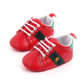 Wholesale Newborn Baby Boy Girl Crib Shoes Faux Leather Infant Toddler Pre Walker Sneakers New Baby Shoes