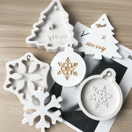 kids cake moulds Australia - Silicone Bakeware Molds For DIY Snowflake Christmas Tree Hanging Baking Tool Kids Keychain Perfume Car Pendant Cake Decoration AHB2768
