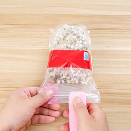 Venta al por mayor de Mini máquina de sellado de calor portátil Sello de sellado para el hogar Embalaje de plástico bolsa de plástico Almacenamiento Herramientas de cocina HAY1668