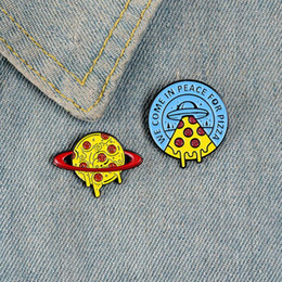 planet pizza al por mayor-Planet Universe Food Broche Creativo Viamos en paz para pizza Cookies UFO SPACECRAFT SATURN PLANET PLANET PLANTES PINS JOYEROS ZDL0930