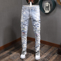 ingrosso vernice azzurra-American Streetwear Fashion Men Jeans Slim Fit Strappato Jeans Uomo Light Blue Paint White Wash Patch Designer Hip Hop Homme1