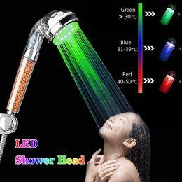 Luzes LED luzes mudando de cabeça de chuveiro sem bateria filtro iônico automático de pedra chuveiro de chuveiro de casa de banho em Promoção