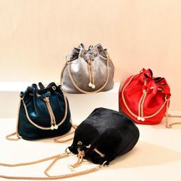 Brand Designer Luxury Handbags Fashion Velvet Shoulder Women PU Leather Chain Crossbody Bags Large Capacity Bucket Bag Q1230