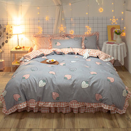 romantic lace queen bedding sets UK - Strawberry princess bedclothes pink duvet cover Set Romantic Lace Girls quilts Cover queen full twin bowknot Korean Bedding Sets Y1107