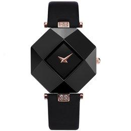 2020 Hot Sale luxury women watch New Fashion Women Dress Watches Ceramic case Leather Strap Relogio Feminino Lady Quartz Wristwatch BRW