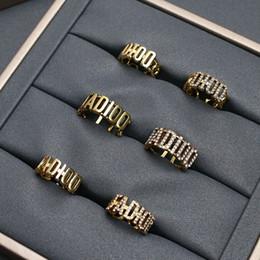 venda por atacado 2020CD Jia di's anel gap cavado fora e diamante incrustado com velha moda bronze multi-camada anel de pérola red