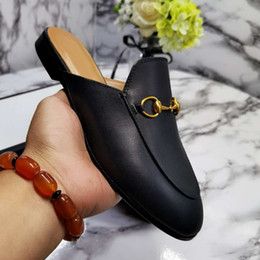 2021 100% Leather men slippers soft cowhide Lazy women shoes Metal buckle beach slippers Mules Princetown Classic lady slippers with box on Sale