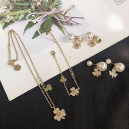 Wholesale 2020 CD new luxury female designer diamond-studded pearl clover necklace bracelet 925 silver needle pearl earrings
