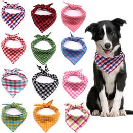 Venta al por mayor de Pequeño perro grande BANDANA BIBS CAT SCANF Lavable Algodón Plaid Impresión Puppy Kerchief PET PEAR ACCESORIOS JK2012XB
