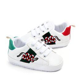 Vente en gros Chaussures bébé nouveau-nées Garçons Filles First Walkers Enfants Enfants En Towdlers Lacets Up Baskets Pu Prewalker Chaussures blanches