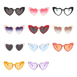 beach party sunglasses NZ - Cat Eye Sunglasses Heart Shape Girls Party Eyewear Plastic Frame Women Beach Cat-eye Sunglass Young Fashion