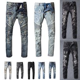 メンズデザイナージーンズの苦しんでリッピングされたバイカースリムフィットオートバイバイカーデニム男性Sファッションマンブラックパンツ注ぐHommes