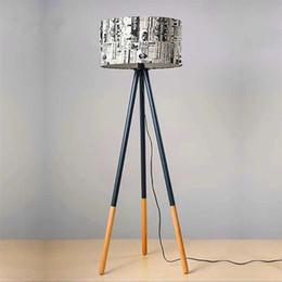 Новейший дизайн творческий теплый личность круглые деревянные вертикальные штативные лампы с светом Источник США вилка Современный дизайн напольные лампы на Распродаже