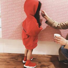 Venta al por mayor de Ropa para bebés con capucha de moda para niños con letras impresas 2020fw nueva llegada de manga larga con capucha sudaderas chicos ropa de niñas
