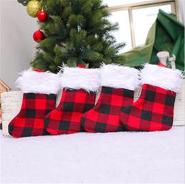 Toptan satış 2021 Noel Çorap Kırmızı Siyah Izgara Ekose Noel Çorap Sarkık Şeker Hediyeler Çanta Peluş Patchwork Uzun Çorap Noel OrnamentE102103