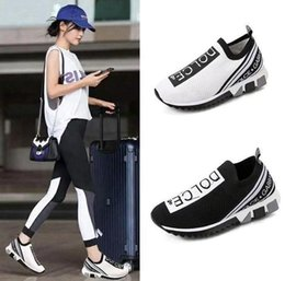 2020 Новый Мужчины Женщины Повседневная обувь Роскошные кроссовки Носок обувьDolceГаббанаЛучшее качество из натуральной кожа Вышитого EUR 35-45 на Распродаже
