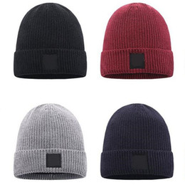Wholesale Hot Sale Outdoors Fashion Unisex Winter Knitted Hat Man Beanie Knit Warm Bonnet Sports Cap Women Hats Knitting Hip Hop Skull Outdoor Caps
