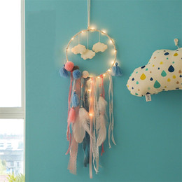 jugendgeschenke großhandel-Flaky Wolken Feder Dreamcatcher Party Dekorieren Catcher Network LED Dream Catcher Teenager Mädchen Kreative Geschenk Mode Bunte YYS3588