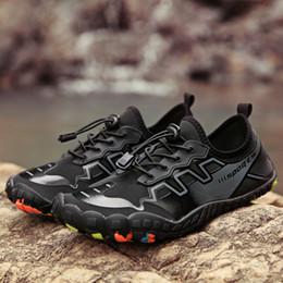 Yaz Su Ayakkabı Erkekler Plaj Sandalet Yukarı Akış Aqua Ayakkabı Wome Hızlı Kuru Nehir Terlik Dalış Yüzme Çorap Tenis Masculino Y200420