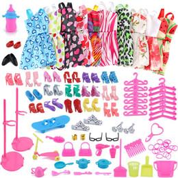 83 pc / 1set Barbie vestir roupas lote roupas baratas sapatos de roupa para Barbie boneca acessórios artesanais roupas # Z1 em Promoção