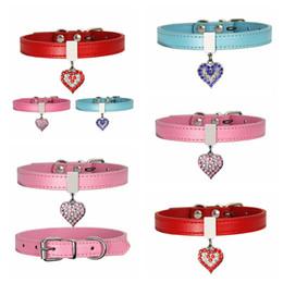 Ingrosso Collare per cani da compagnia con diamante cuore campana moda PU in pelle Pet Dog Cat Collars Small Dog Neck Regolabile Strap RRA2711