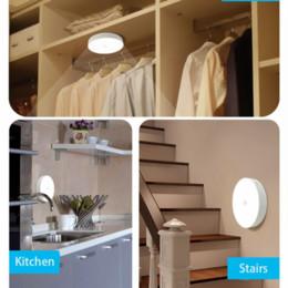 Venta al por mayor de 700mAh USB RECARGOBLE LED PIR SENSOR INFRARRADO Noche 6 Bellas de luz Armario Lámpara de pared para el hogar Corredor