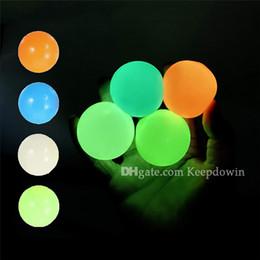 Toptan satış Tavan Duvar Yapışkan Topu Glow karanlık topları eğlenceli oyuncak hediye yetişkinler için çocuklar için