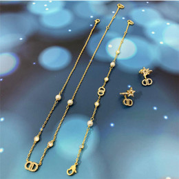 Venta al por mayor de 2020Home Pearl Diamond letra Pequeño estilo de fragancia Ckoker Collar Temperamento Versátil Collar de letras para mujeres
