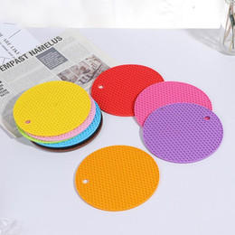 wholesaler silicone trivets 2021 - 1PC Silicone Trivet Mat Round Honeycomb Hot Pads Non-slip Silicone Insulation Mat Place for Home Use 14*14cm1