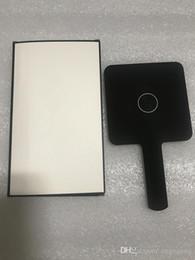 Sıcak Satış 2020 Yeni Klasik Mini Ayna 3 Renk Makyaj Aynası Kaliteli El Ayna Kozmetik Araçları Hediye Kutusu Ile Düğün Hediyesi (Anita Liao)