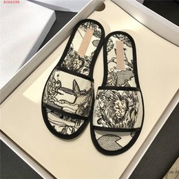 Womens early spring new casual flat bottom slippers home indoor printed one line slippers