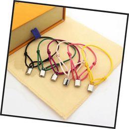 Europa américa estilo estilo homens senhora mulheres prata lockit cor corda corda corda pulseira pulseira com gravado v iniciais bloqueio charme em Promoção