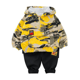 Discount baby camo clothes Kid Boy Clothes Camouflage Baby Suit Hooded Camo Top Pants Sport Children Kids Outwear Baby Gifts for Newborn Boys Green