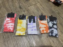 Großhandel Neueste Krawatte Farbstoff Crew Printing Socken Street-Stil Gedruckte Baumwolle Lange Socken für Männer Frauen High Socken