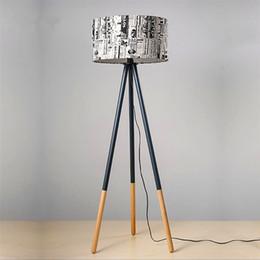 Лучшая творческая теплая личность круглый деревянный вертикальный штатив напольный светильник с источником света США на Распродаже