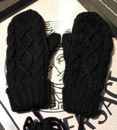 Hot * Guanti da marca di alta qualità / Guanti in lana unisex / Fashion Stilista Europeo Guanti caldi / Twist Guanti lavorato a maglia in Offerta