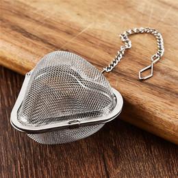 venda por atacado Filtro de aço inoxidável do chá de travamento do chá de travamento da esfera do infusor da especiaria para o infusor do chá da forma da forma do coração do bule
